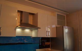 Как спрятать гофру от вытяжки на кухне: варианты решений