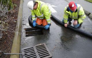 Очистка ливневых стоков и борьба с засорами в ливневой канализации
